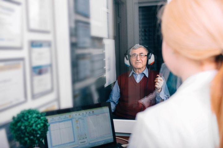 Detección de discapacidad auditiva en adultos